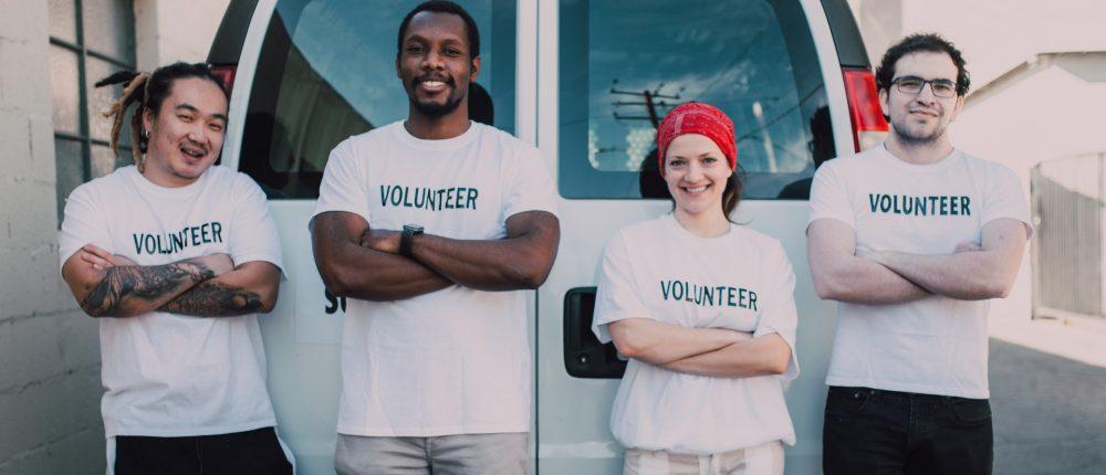 volunteer white shirt 4 people